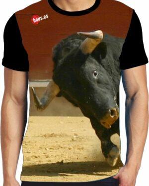 Camiseta estilo concurso de recortes con toros bravos